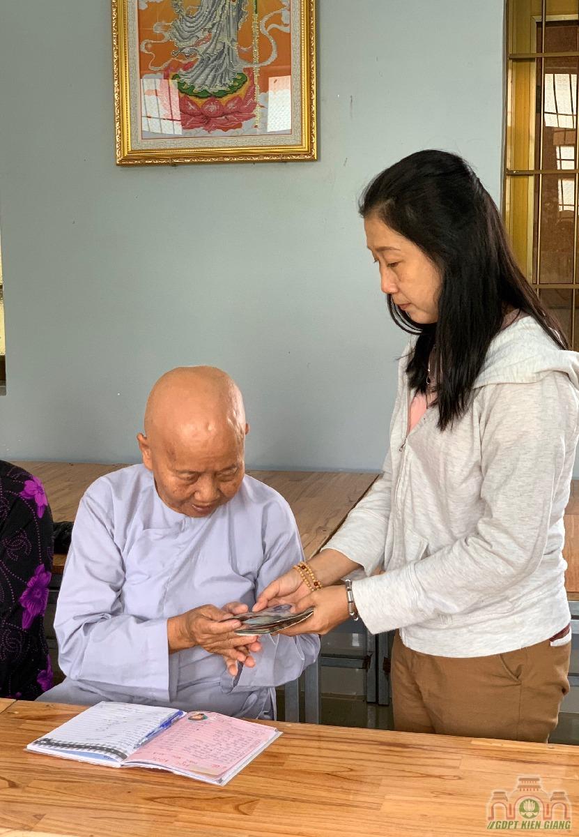 Chuong Trinh Uom Mam Tri Tue Thuoc Hoi Tu Thien Dong Cam Chua Buu Tho Trao Hoc Bong Hkii Cho Cac Em Doan Vien Gdpt Buu Tho 10