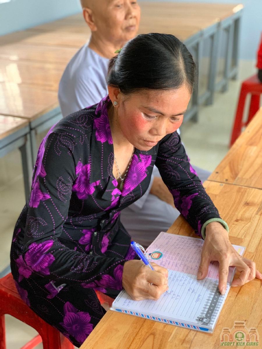 Chuong Trinh Uom Mam Tri Tue Thuoc Hoi Tu Thien Dong Cam Chua Buu Tho Trao Hoc Bong Hkii Cho Cac Em Doan Vien Gdpt Buu Tho 15