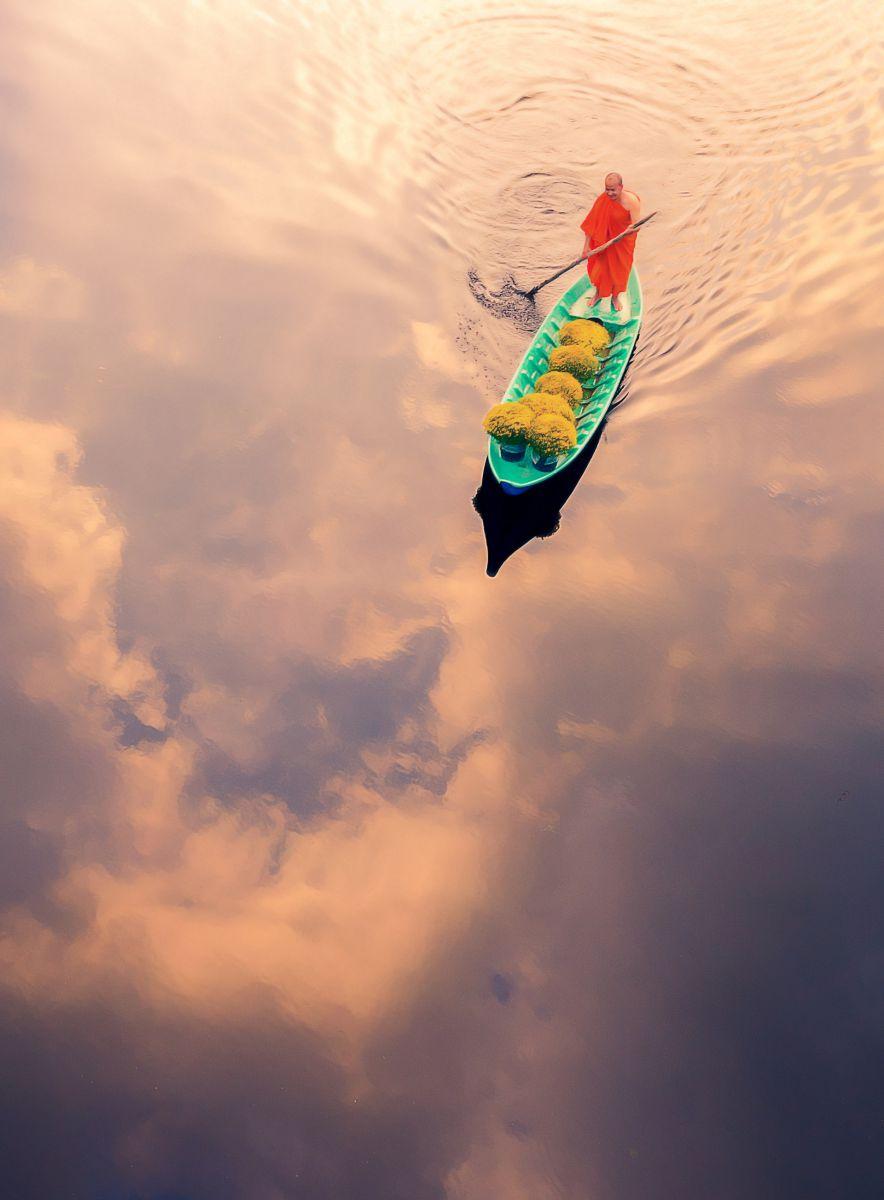 Boat carrying flowers (Thuyền Hoa) - Tác giả: Tuấn Nguyễn