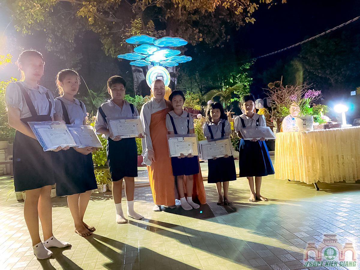 Le Thanh Dao Va Chu Nien 2020 Gia Dinh Phat Tu Tam Bao Tp Ha Tien 09