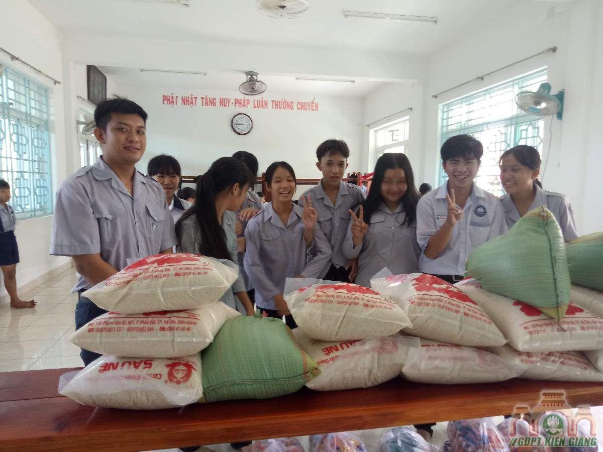 Gdpt Tam Bao Ha Tien Trao Qua Tu Thien Dau Nam 07