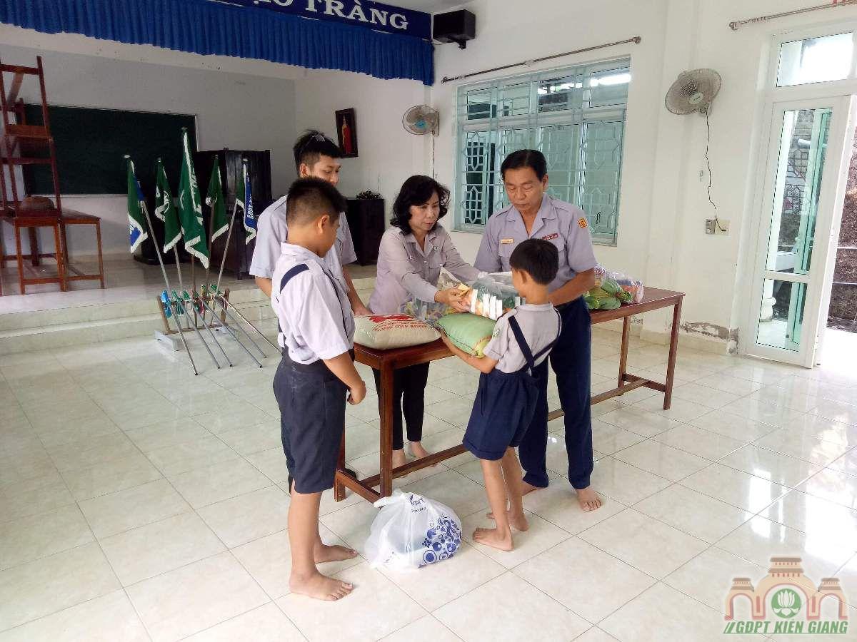 Gdpt Tam Bao Ha Tien Trao Qua Tu Thien Dau Nam 09