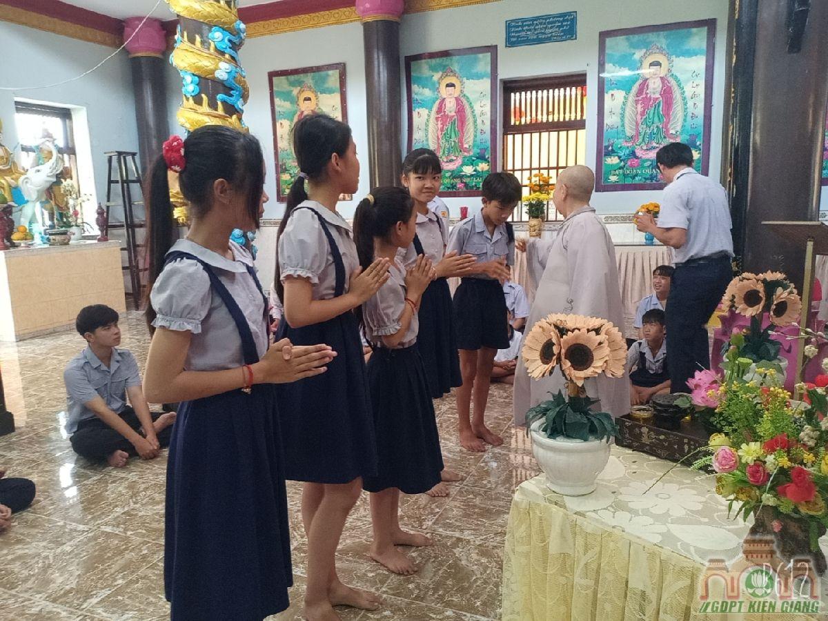 Le Cat Day Len Doan Va Le Phat Nguyen Ket Nap Doan Sinh Gdpt Tam Bao Ha Tien Dau Nam 2021 04