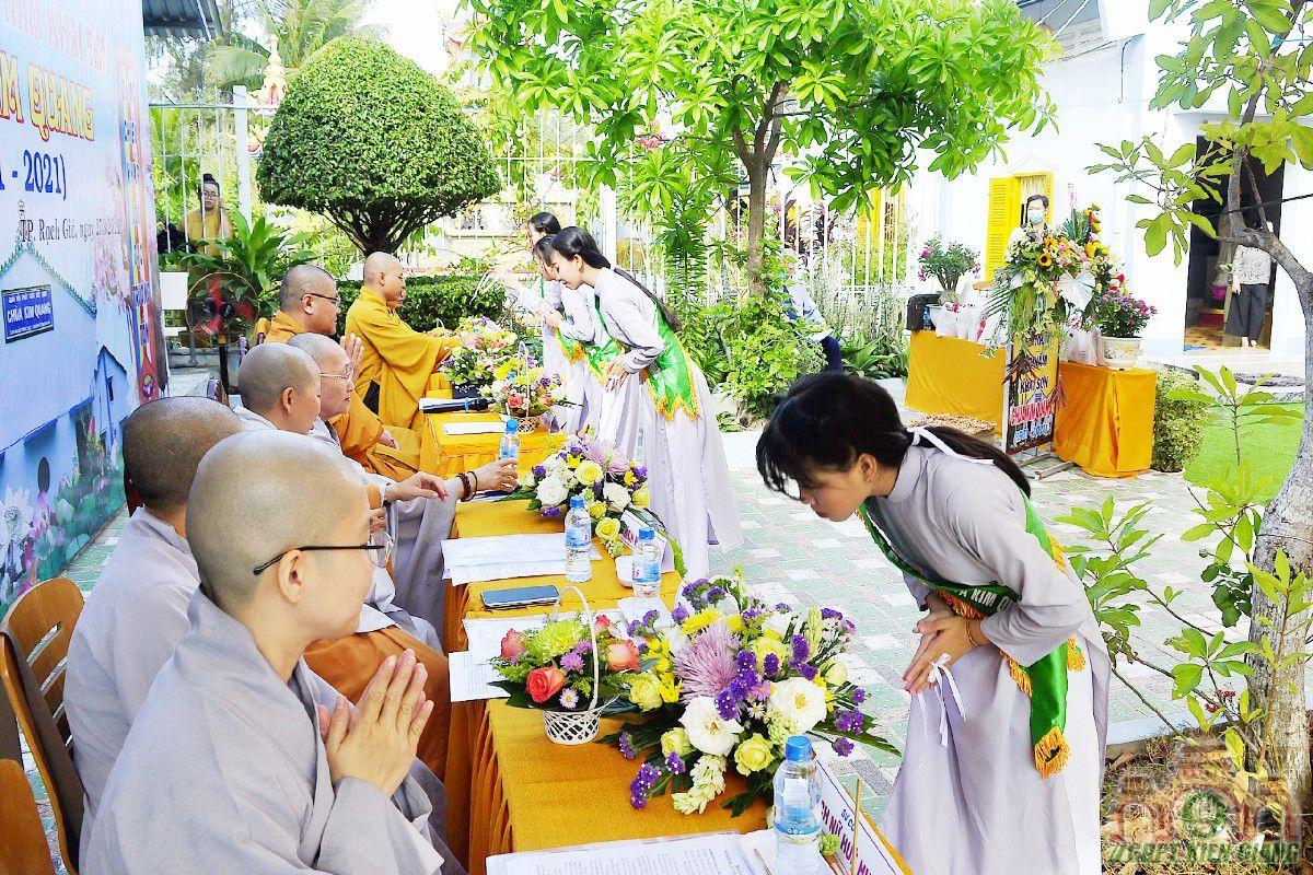 Gdpt Tam Bao Tp Rach Gia Dang Hoa Cung Duong Nhan Ky Niem 50 Nam Khai Son Chua Kim Quang 01