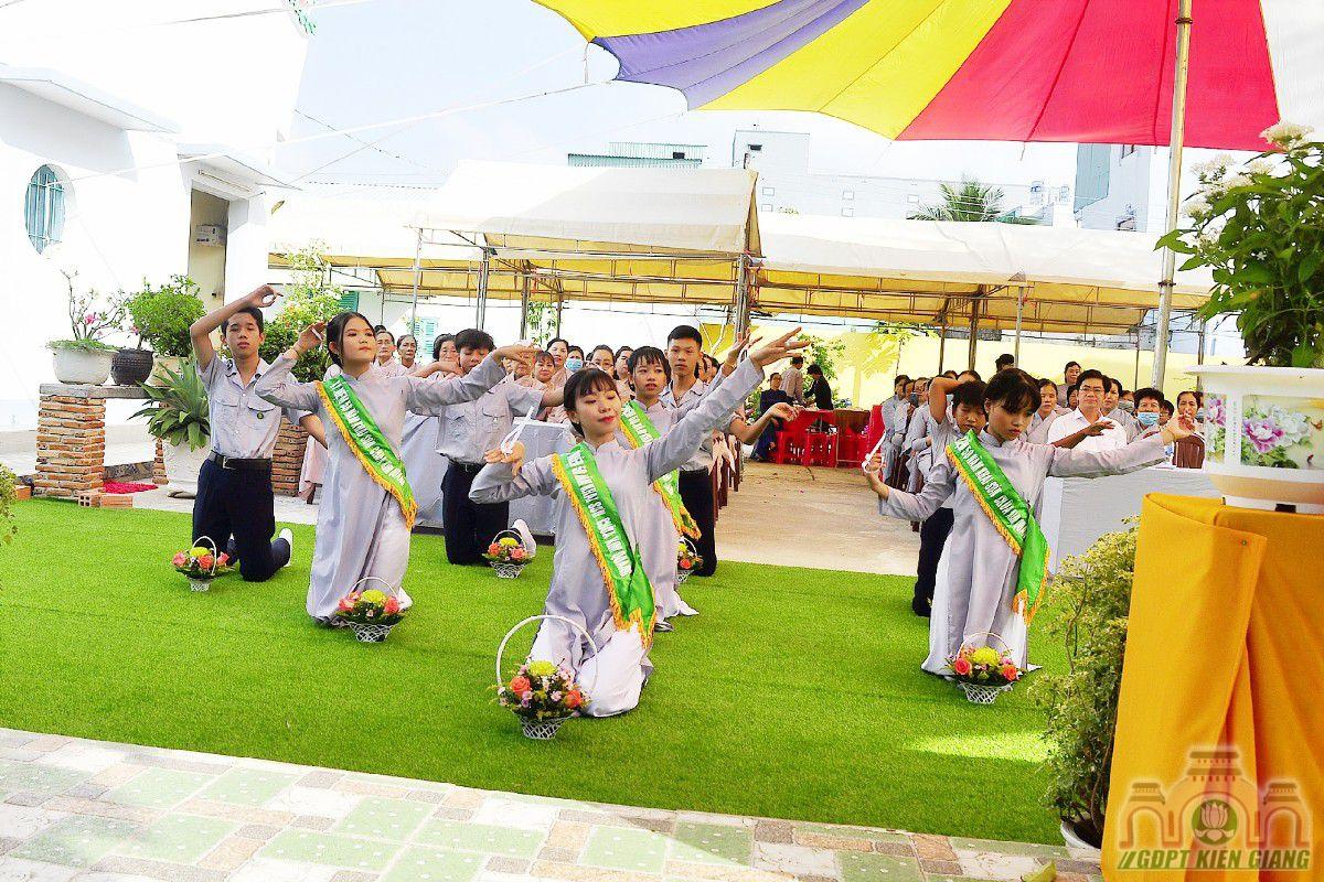 Gdpt Tam Bao Tp Rach Gia Dang Hoa Cung Duong Nhan Ky Niem 50 Nam Khai Son Chua Kim Quang 03
