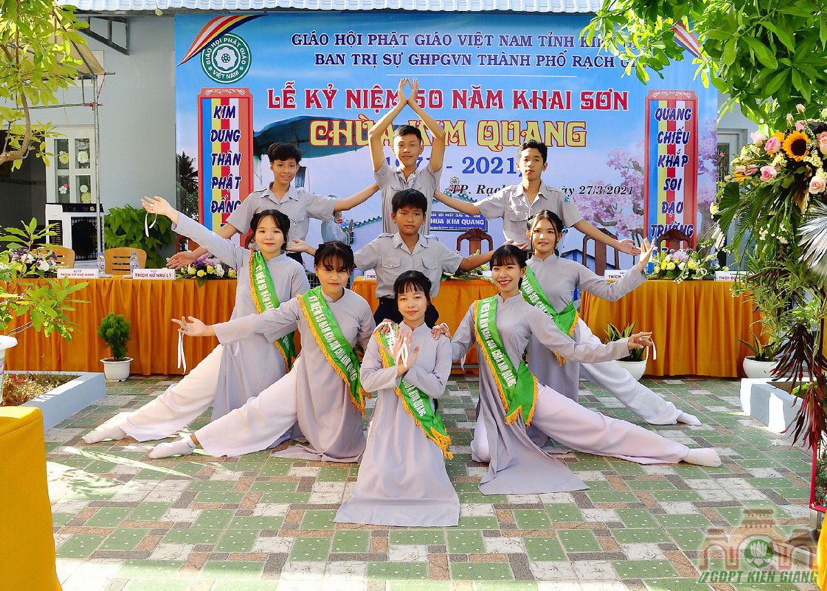 Gdpt Tam Bao Tp Rach Gia Dang Hoa Cung Duong Nhan Ky Niem 50 Nam Khai Son Chua Kim Quang 04