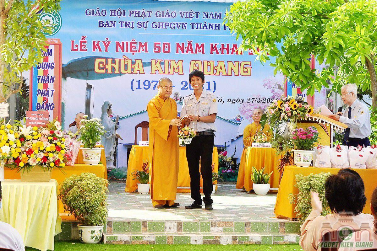 Gdpt Tam Bao Tp Rach Gia Dang Hoa Cung Duong Nhan Ky Niem 50 Nam Khai Son Chua Kim Quang 07